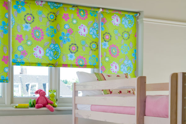 Choosing blinds for your child 39 s bedroom platinum decor for Kids bedroom window treatments